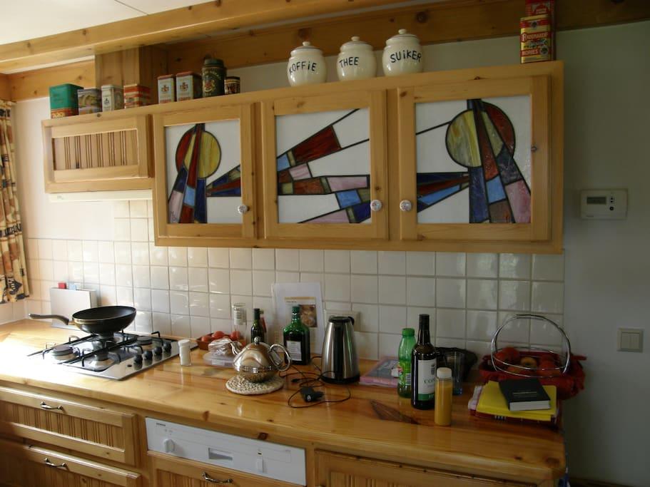 Keuken met alles erop en eraan.