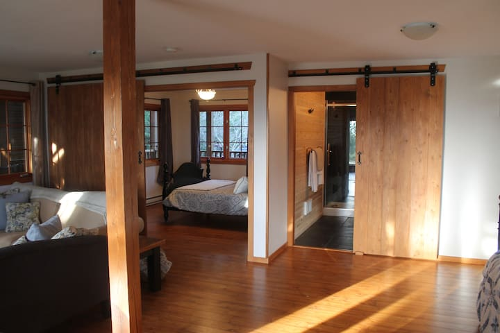 Leaning Tree Lodge Guest Suite One - Halfmoon Bay - Bed & Breakfast