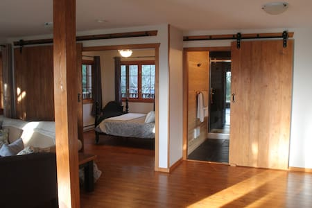 Leaning Tree Lodge Guest Suite One - Halfmoon Bay