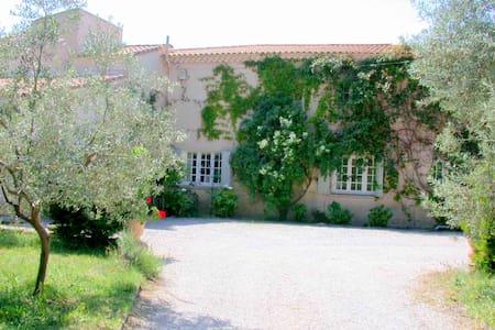 La Rabassière: 5 chambres d'hôtes en Provence - Saint-Chamas - Pousada