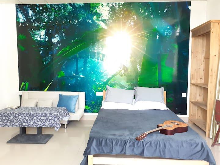 【喜舍•得】阳光大床房,简洁明亮的装修风格。沿海滨浴场直达椰风寨、曾厝垵、沙大、沙坡尾、鼓浪屿。