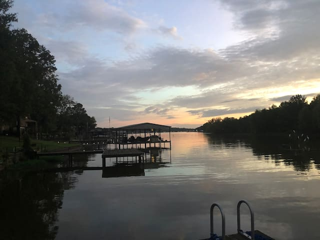 Lake Retreat/ Boat, Fish, Golf, Kayak, Relax, Shop