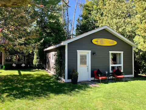 Charming 1 Bedroom Guest House Steps to the Lake