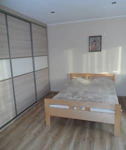 Pokój dla dwóch z możliwością dostawki blisko A1. - Jankowice - Σπίτι