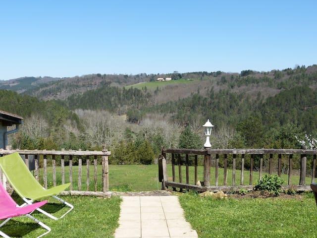 Gîte au calme, terrasse privée et piscine commune