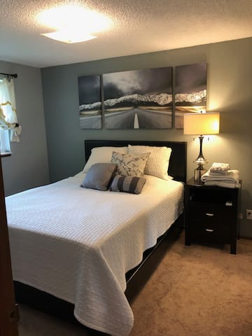 Stylish, simple and convenient South Everett stay