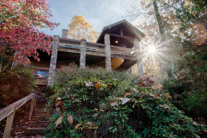 Catawba Lake House - Right on Lake Lure, Hot Tub, High Speed Internet, Game Room & More!