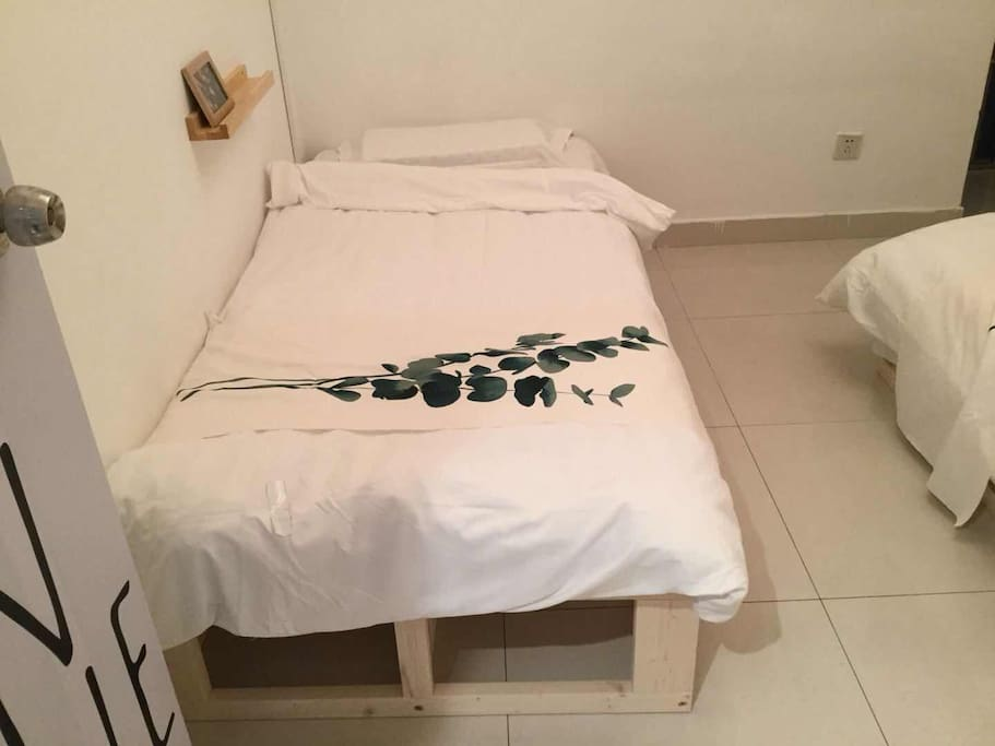 2-bed room, also can combine as a 1.8/2m bed for couples
