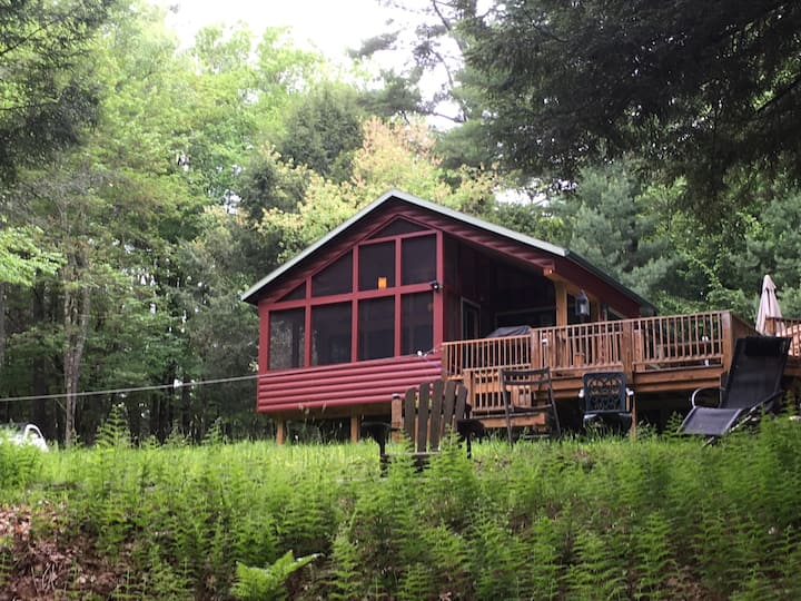 Beautiful & Secluded Streamside Catskills Cabin
