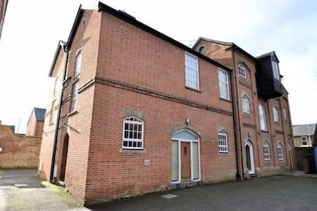 Two Double Bedroom Apartment In Newbury Town - Newbury