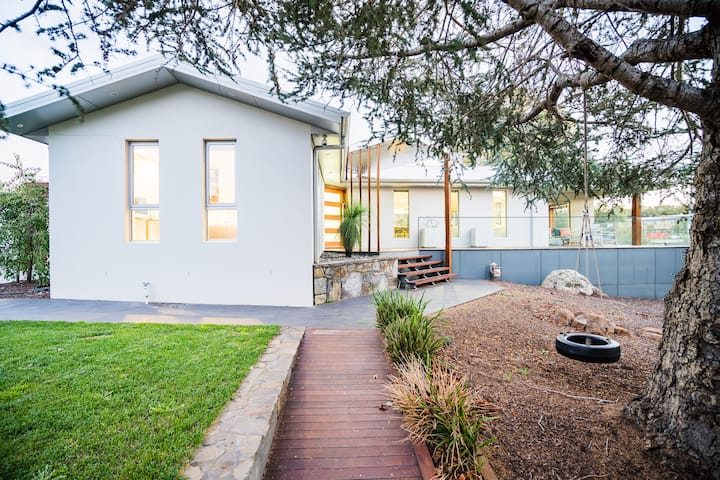 Executive Canberra Home ★Families★ Groups ★Pets