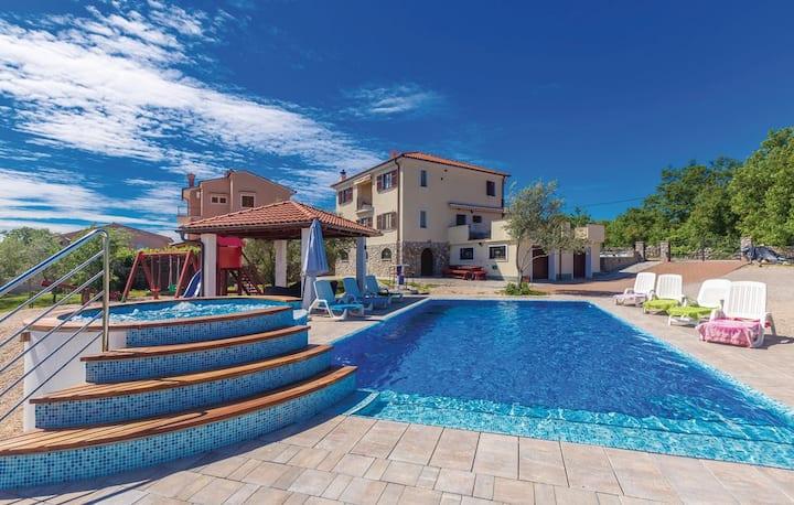 Villa with Swimming Pool, Jacuzzi, Sauna & BBQ