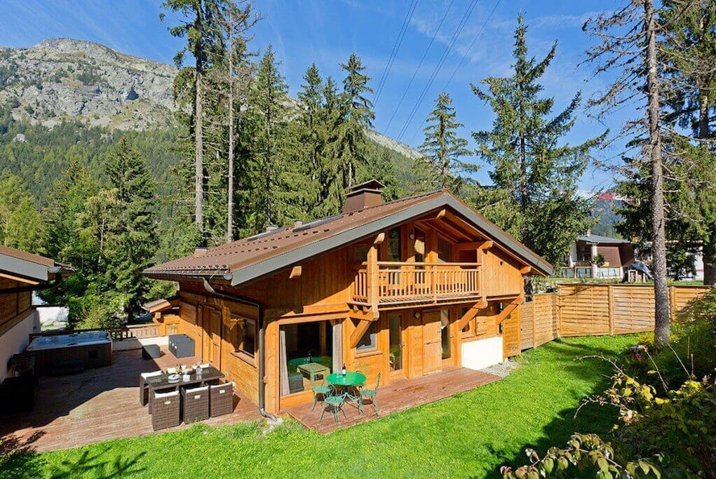Chalet Hideaway 1, right under the Grand-Montet's cable car.