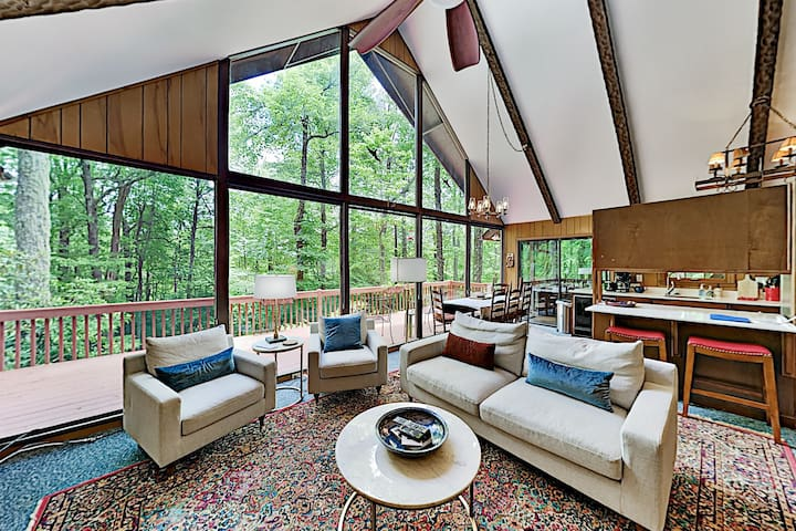 Chalet-Style Home with 2 Decks, Sunroom, Amenities
