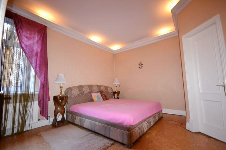Beautiful & Spacious Room In The Heart of Riga - Riga - Appartement