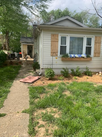 Cute 2Bed/1bath home with relaxing patio and yard