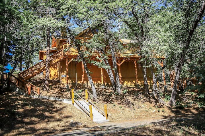 MooseHaus~Attractive Log-Style Home~Outdoor Spa~Pool Table~Expansive Decking~ - Big Bear City - Huis