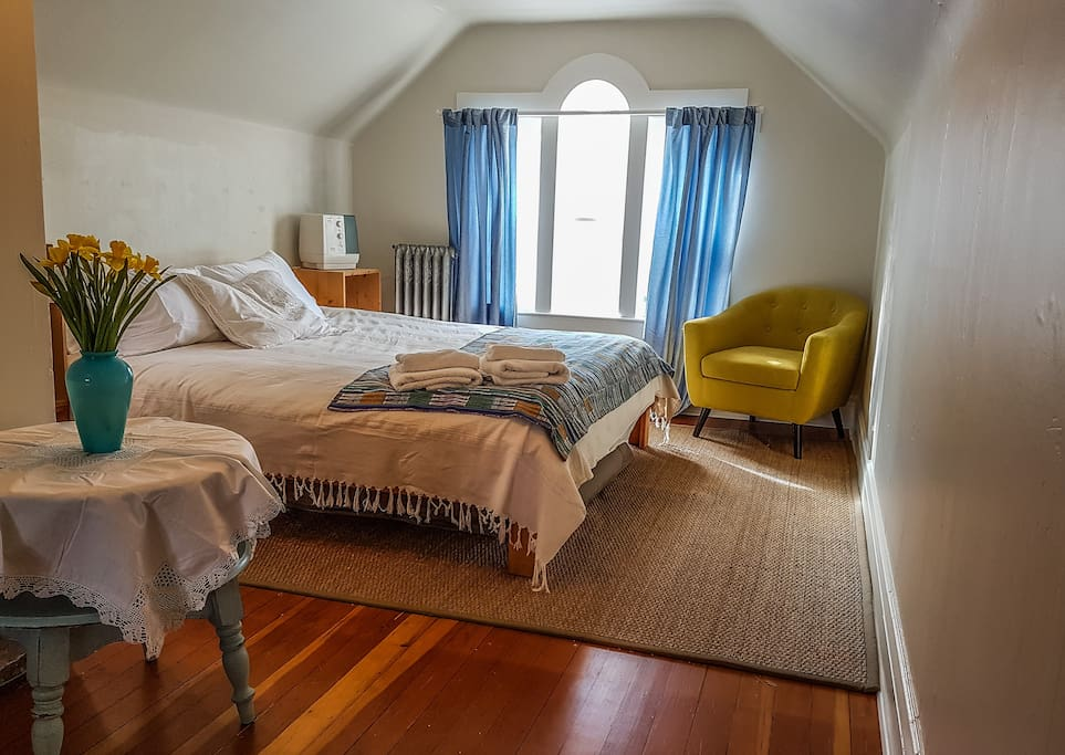The 3rd floor is the main bedroom with King size bed