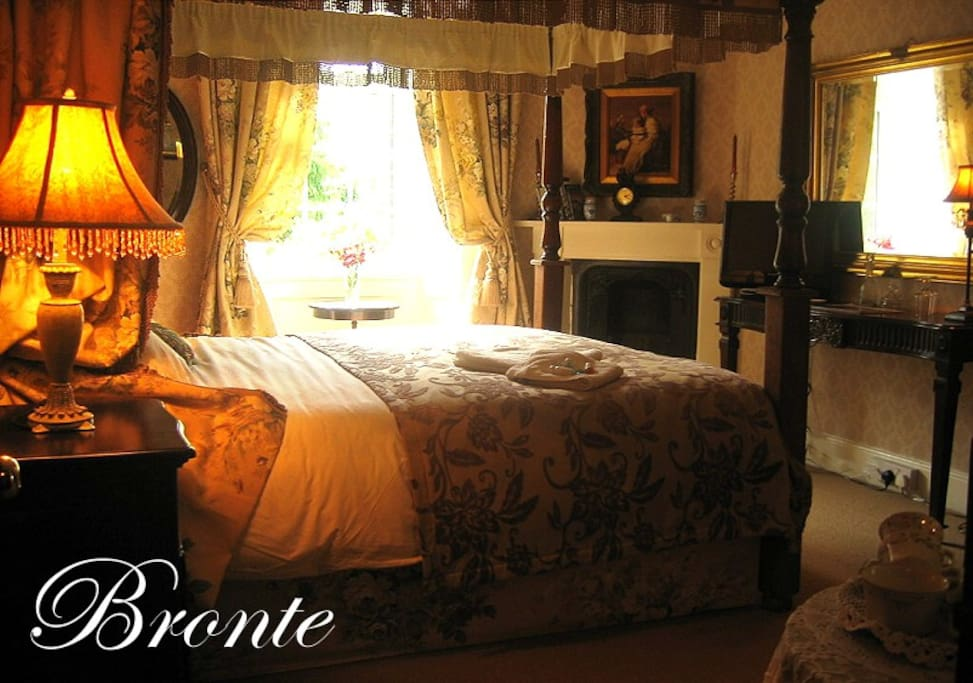 Four poster with ensuite shower room