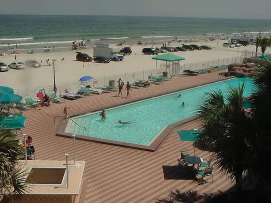 WOW The Pool and Beach