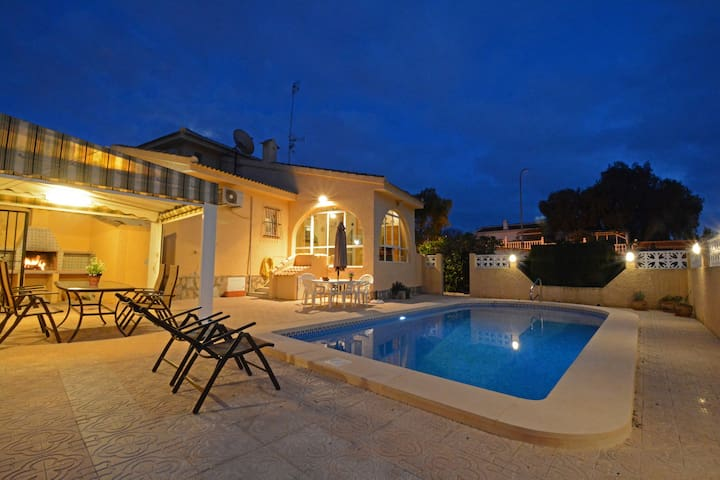 Large villa with own pool, 3 bedrooms, 7 beds - Ciudad Quesada - Huvila