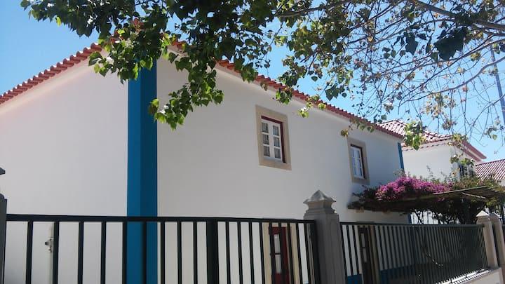 CASA COM ARTES em S. João das Lampas, Sintra
