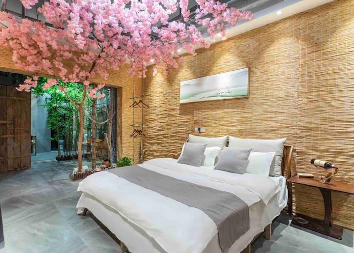 汉口站万达近江汉路双地铁口乡村风大床房。