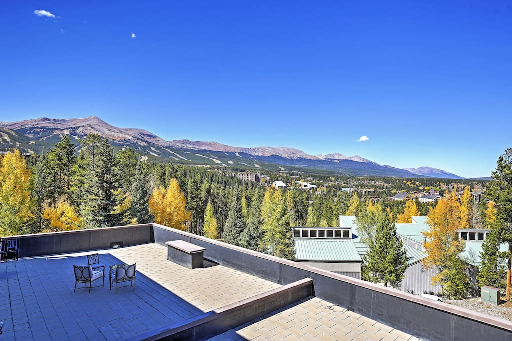 Views of the Ten Mile Range can be admired from this unit's spectacular location.