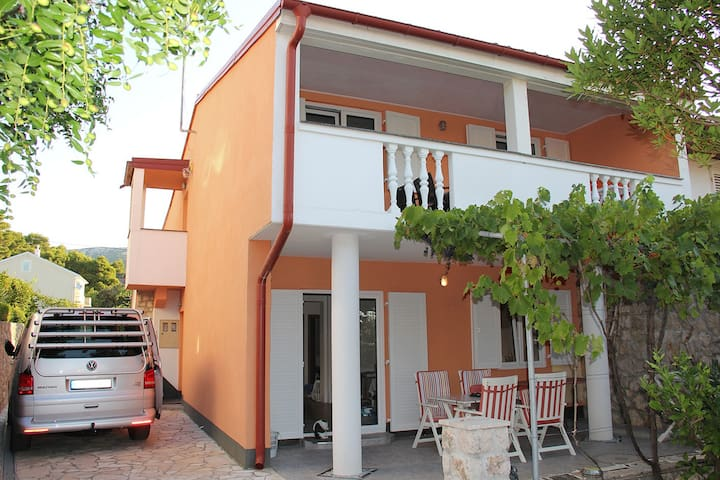 Stilvolles Apartment in Top Lage - Banjol - Apartemen