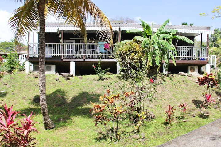 Bungalow with 2 bedrooms in Bouillante, with furnished terrace and WiFi - 150 m from the beach