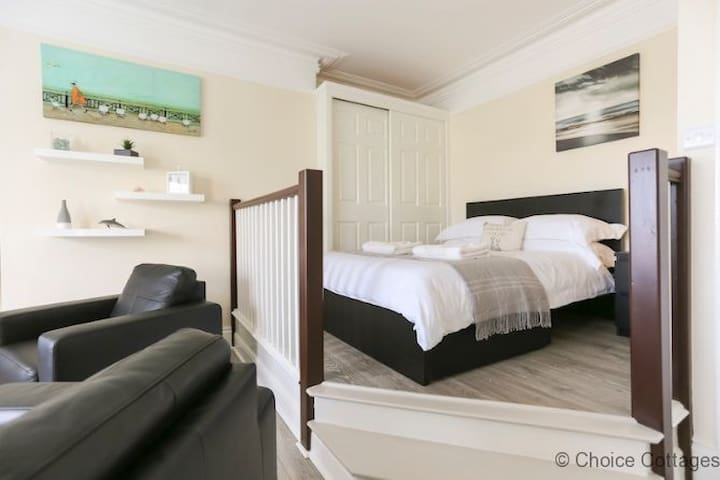 Elevated views from opulent double bed