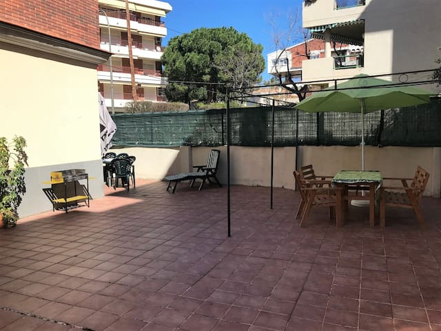116 - MILENIUM - WONDERFUL LOW WITH BARBECUE 2 MINUTES FROM THE BEACH
