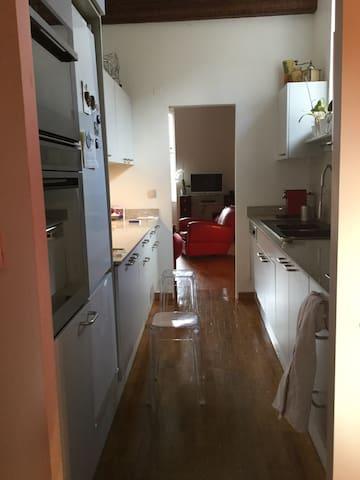2° étage, cuisine ouverte sur le salon et la salle à manger