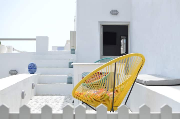 Serifos White. Cycladic house with peaceful views