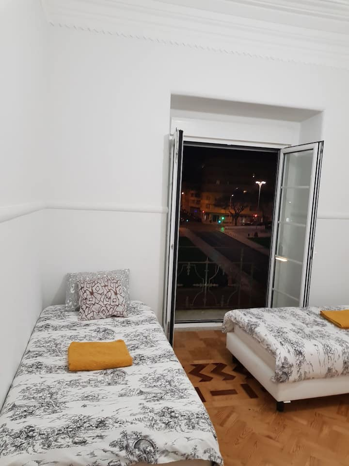 Rainbow Guest house (Twin Room with Park view)