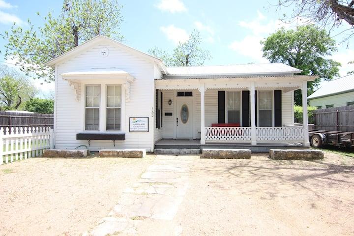 Roses Haus | Walk Downtown | Next to Texas Tubes