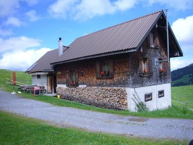 Alphütte Feldrederten - Schübelbach - Bungalo