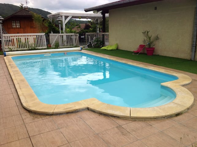 Maison de campagne moderne avec une piscine privee - Groisy