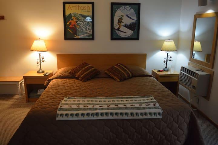 Rustic Attitash Mountain Condo - Bartlett - Condomínio