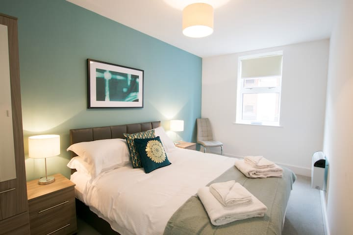 Heart of Stratford, Two Bedroom Apartment | 2017