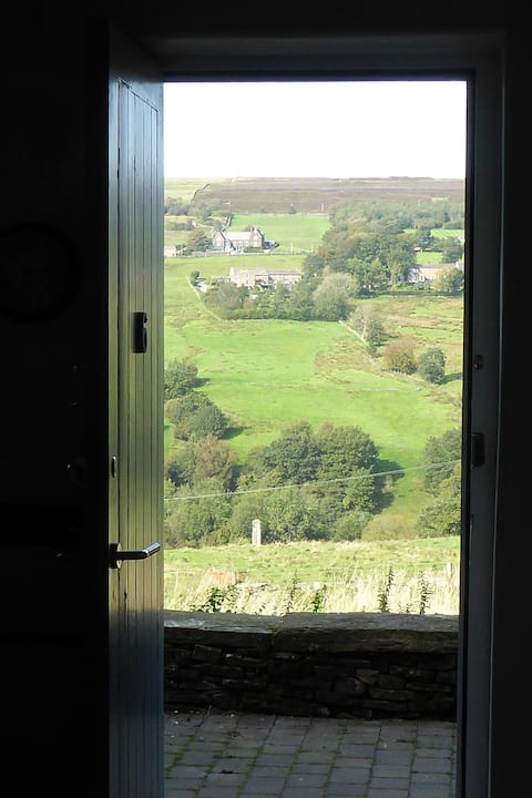 Mill worker's cottage with fantastic views