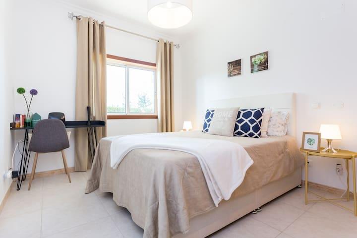 Apartamento T1 moderno com piscina