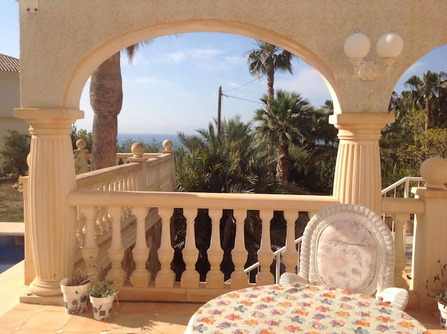 Bed and Breakfast at a private villa - El Campello - Villa