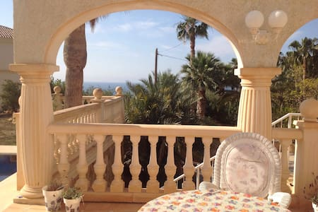 Bed and Breakfast at Villa Montemar - El Campello - Villa