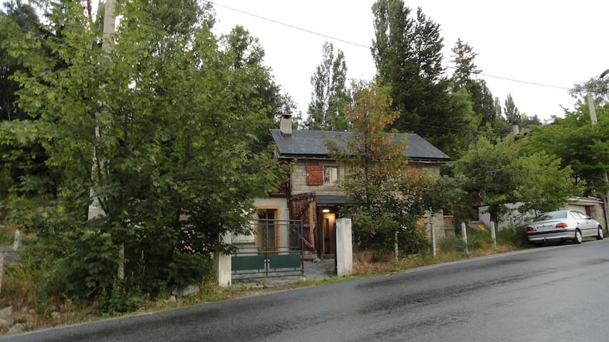 Petite maison typique en Cerdagne à  Font Romeu - Font-Romeu-Odeillo-Via - บ้าน