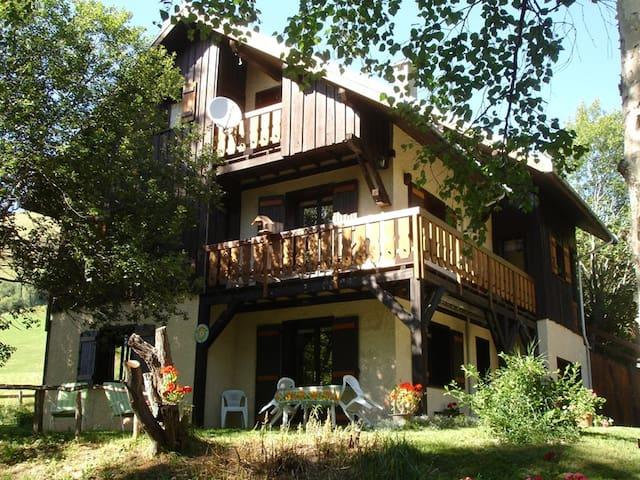Apartment of 110 m² in chalet - Near the slopes - - ST JEAN D ARVES - House