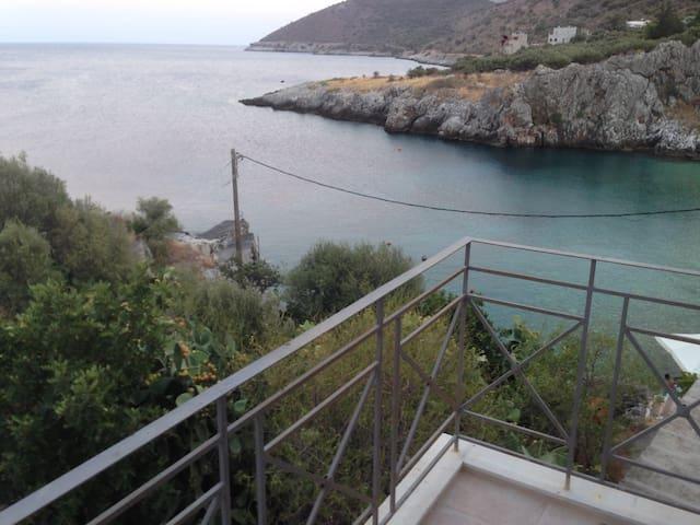 Πύργος Μάραθος(Τower Marathos) - κοκκαλα