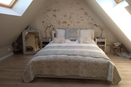 First Floor guest bedroom (Belle Etoile), en-suite with ceiling views of the beautiful Loire Valley night sky.