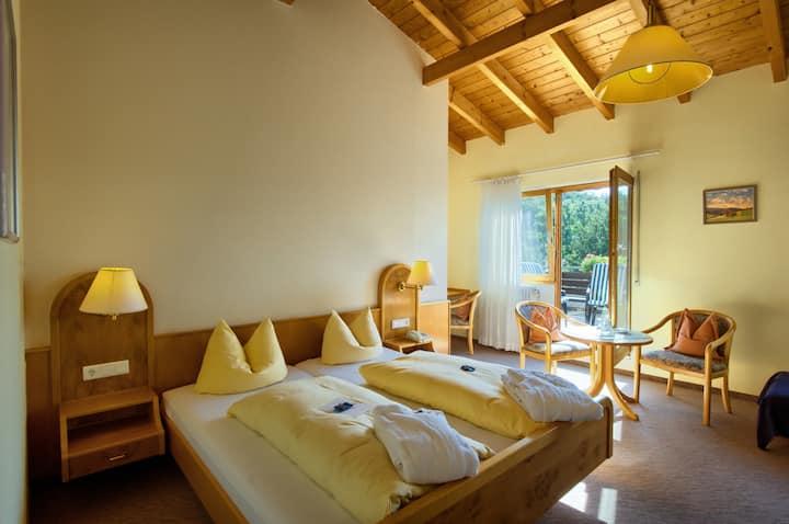 Hotel Suggenbad, (Waldkirch), Doppelzimmer Einbollen mit Dusche und WC