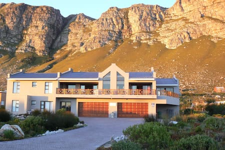 Van Den Berg's Guesthouse and B&B - Betty's Bay - Bed & Breakfast